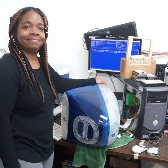 Volunteer with older computer